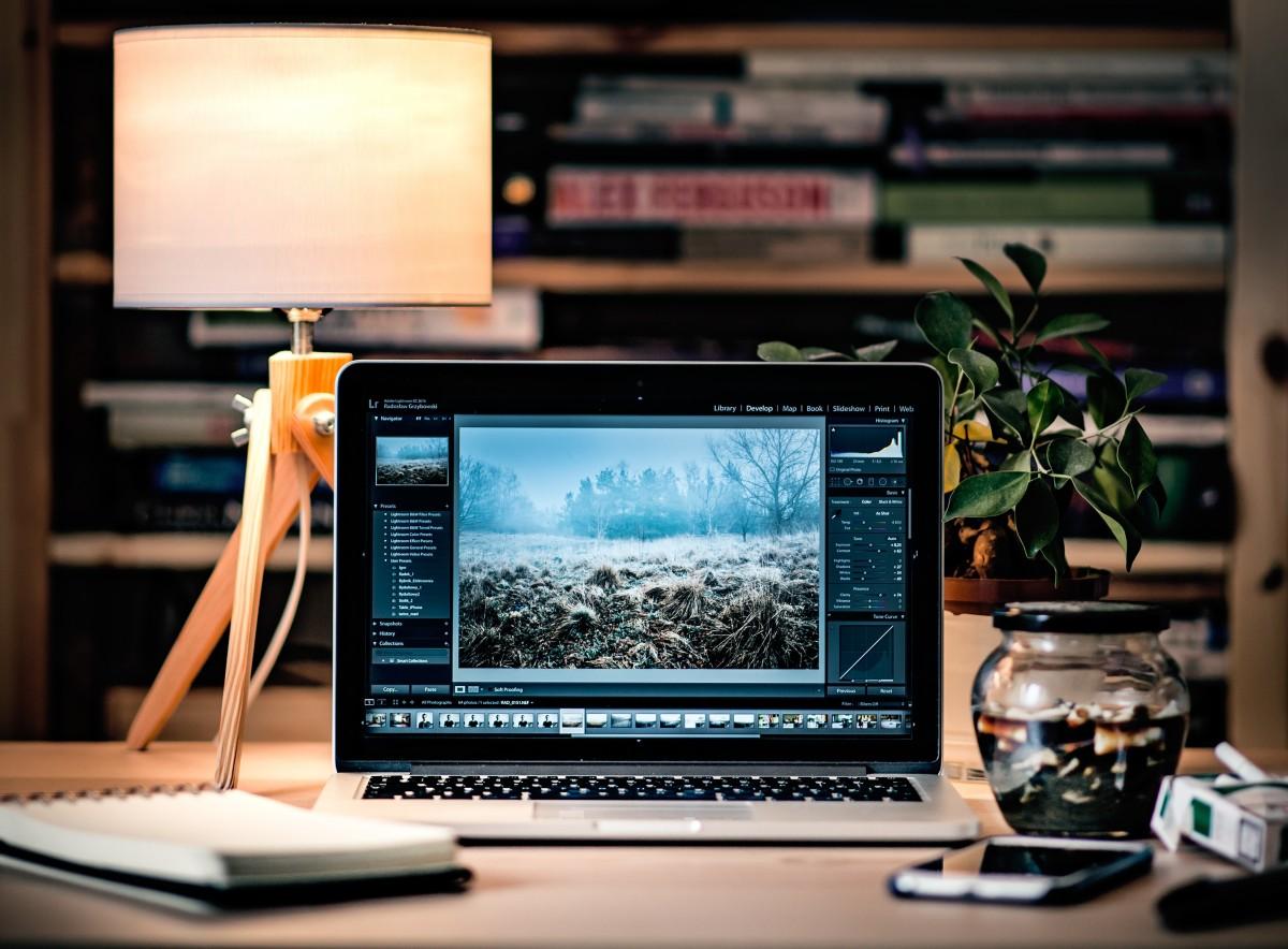 desk_work_computer_cigarette_laptop-124100.jpgd_.jpg
